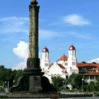 Photo taken at Tugu Muda by Arie Chrestian D. on 9/23/2011