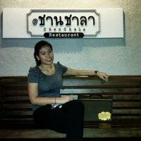 Photo taken at @ชานชาลา Rastaurant by Sujinda R. on 9/3/2011