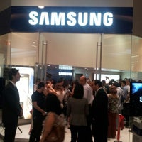 Photo taken at Samsung Galaxy Store by Luis H. on 3/22/2012