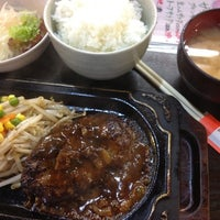 Photo taken at 町のステーキ屋さん 加真呂 錦糸町店 by Hideaki T. on 8/22/2012