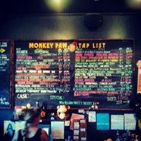 Photo prise au Monkey Paw Pub & Brewery par Andrew W. le8/24/2012