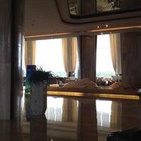 7/21/2012 tarihinde Helenziyaretçi tarafından Kempinski Hotel Qingdao'de çekilen fotoğraf