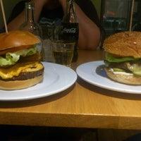 Снимок сделан в Gourmet Burger Kitchen пользователем Alessandro V. 8/10/2012