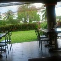 Das Foto wurde bei Ruben's Hamburgers von Eliut A. am 7/4/2012 aufgenommen