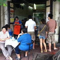 Photo taken at Roti-Mataba by Thongchai T. on 8/19/2012
