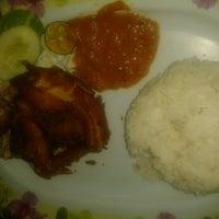 Photo taken at Restoran Pinang by Masliza M. on 8/27/2012