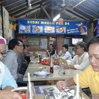 Photo taken at Kedai Makan Pakde by Erna Dewi A. on 8/30/2012