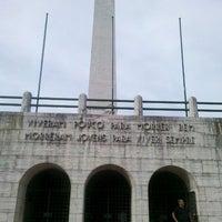 Foto tirada no(a) Obelisco Mausoléu aos Heróis de 32 por Bruno C. em 3/17/2012