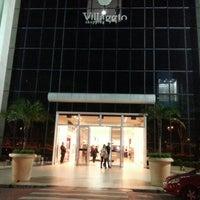 Foto tirada no(a) Villàggio Shopping por HÉRCULES P. em 7/14/2012