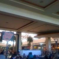 Foto tomada en Patio de Comidas Mall Florida Center por Sergio Andres A. el 8/25/2012