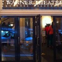 5/8/2012 tarihinde Bobby P.ziyaretçi tarafından Warner Theatre'de çekilen fotoğraf
