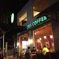 Foto tirada no(a) Starbucks por Thiago M. em 8/15/2012