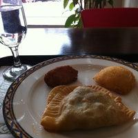 Photo taken at Bela Vista - Boulangerie & Pâtisserie Portugaise by Ivette C. on 3/3/2012