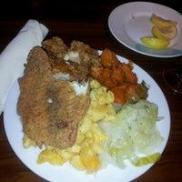 Das Foto wurde bei Paschal's Restaurant von Anthony L. am 5/13/2012 aufgenommen