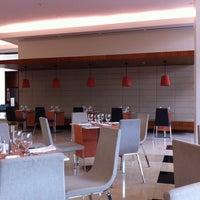 Photo taken at Holiday Inn by Juan Luis M. on 4/15/2012