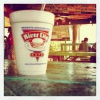 รูปภาพถ่ายที่ River City Cafe โดย Todd C. เมื่อ 5/11/2012