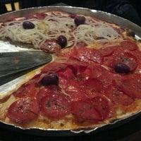 Foto tirada no(a) A Firma Pizzas por LUCÃO F. em 7/7/2012