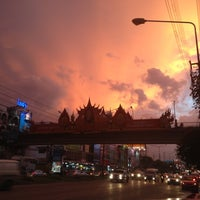 Photo taken at Chaeng Watthana Road by BabbBirdBird on 6/23/2012