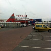 Photo taken at Tesco by Magdalena B. on 6/14/2012