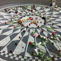 5/10/2012 tarihinde Joel A.ziyaretçi tarafından Strawberry Fields'de çekilen fotoğraf