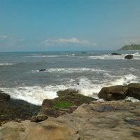 Photo taken at Praia by Ana Keli O. on 3/25/2012