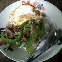 Photo taken at ร้านข้าวพี่ใหม่ by Benjee C. on 8/29/2012