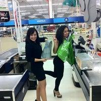 Foto tomada en Walmart por Erick C. el 2/19/2012