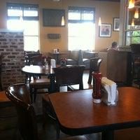 Foto tomada en Backyard Burgers por Erich W. el 5/8/2012