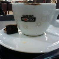 Photo taken at Café do Ponto by Leandro A. on 8/3/2012