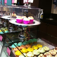 Photo taken at The Hummingbird Bakery by Ninfa on 8/25/2012