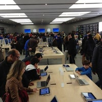 Photo taken at Apple RomaEst by Dom on 4/15/2012