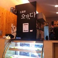 Photo taken at CAFE 五嘉茶 오가.다 by Inkeun P. on 7/29/2011