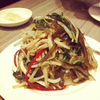 Photo taken at Din Tai Fung 鼎泰豐 by Keropok M. on 10/14/2011