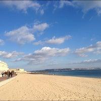 Foto tirada no(a) Praia de Santo Amaro de Oeiras por Jorge B. em 2/5/2012