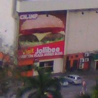 Photo taken at Jollibee by Shotarok44 on 1/29/2012