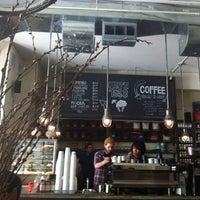 รูปภาพถ่ายที่ Kaffe 1668 โดย Tim M. เมื่อ 6/25/2011