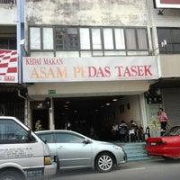 Foto tomada en Restoran Asam Pedas Tasek por Nurul Nadwah W. el 3/22/2012