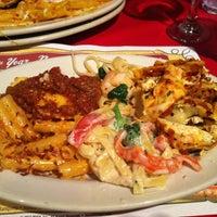 Foto scattata a Buca di Beppo Italian Restaurant da Melanie S. il 1/21/2012