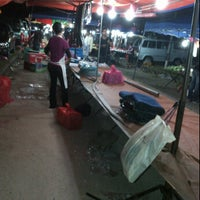 Photo taken at pasar malam perindu by Mohamad noor J. on 3/4/2012