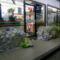 Photo taken at 7-Eleven (เซเว่น อีเลฟเว่น) by Hiso b. on 11/7/2011