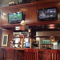 Foto tomada en Sutter Pub & Restaurant por Laine H. el 11/6/2011