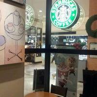 Photo taken at Starbucks by Yusuke T. on 11/13/2011