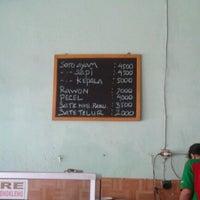 รูปภาพถ่ายที่ Soto Sedap Boyolali โดย Elvina Y. เมื่อ 6/16/2012