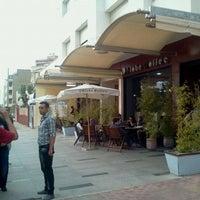 Photo taken at O Globe Coffee by Ayoub E. on 8/19/2011