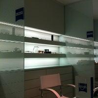 Foto tirada no(a) Zeiss Concept Store por Sil F. em 2/13/2012