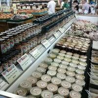 Foto scattata a Ikeda's California Country Market da Ryan W. il 9/6/2011