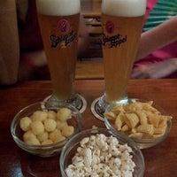 รูปภาพถ่ายที่ Cervecería l'Europe โดย Aeb เมื่อ 8/18/2012