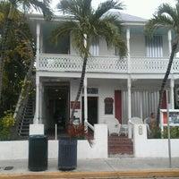 Foto tirada no(a) Rum Bar at the Speakeasy Inn por Bahama Bob L. em 8/26/2012