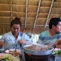 Photo taken at ร้าน ทุ่งทองปลาจุ่ม by Aung-ko on 7/7/2012