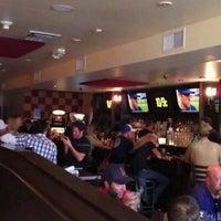 Foto tirada no(a) Highland Tap and Burger por Brad B. em 4/30/2012